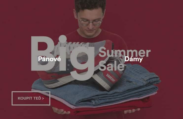 Letní yýprodej pánského a dámského oblečení, bot, batohů a doplňků.